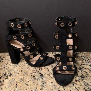 Black open toe sandal w/ gold detail